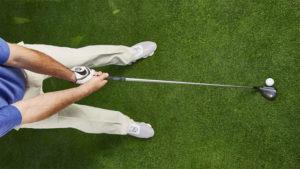 Golfeur à l'adresse avec Hybride Golf